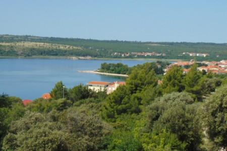 Posedarje - kuća u zelenilu s pogledom na more, 277 m2