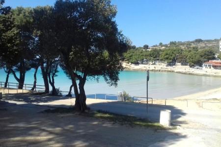 Murter, plaža Slanica - dvosoban apartman prvi red do mora, 43,55 m2