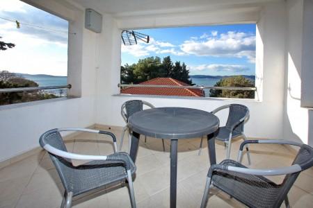 Bibinje - trosoban apartman i garsonjera s izlazom na plažu, 100 m2