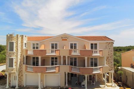 Biograd na Moru - kuća s 9 apartmana, 481 m2, novogradnja