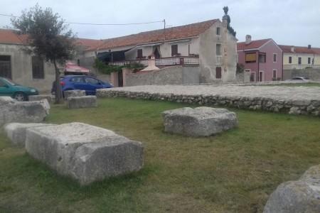 Nin, centar - kuća pored ostataka rimskog hrama, 220 m2