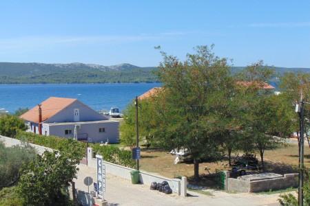 Turanj - dvosoban namješten apartman s pogledom na more, 45 m2