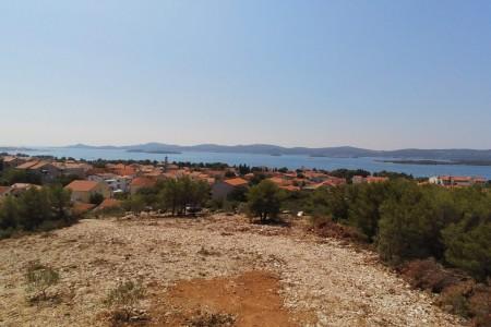 Sv. Filip i Jakov - građevinsko zemljište s pogledom na more, 1370 m2
