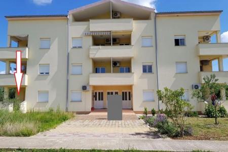 Posedarje - dvosoban namješten apartman u blizini plaže 45 m2