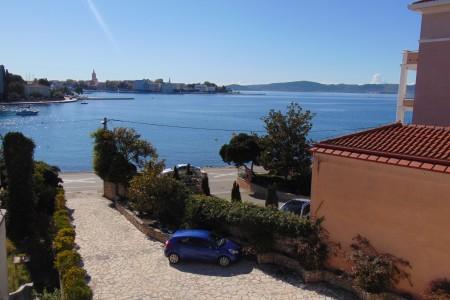 Zadar, Brodarica – dvosoban stan s velikom terasom, 95 m2