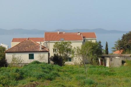 Zadar, Diklo - kuća 188 m2, pomoćni objekat 47m2, okućnica 1106 m2