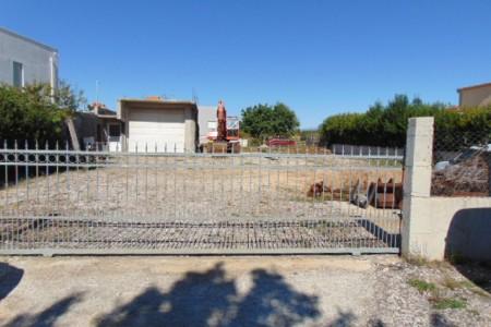 Murvica - građevinsko zemljište 540 m2 s garažom površine 63 m2