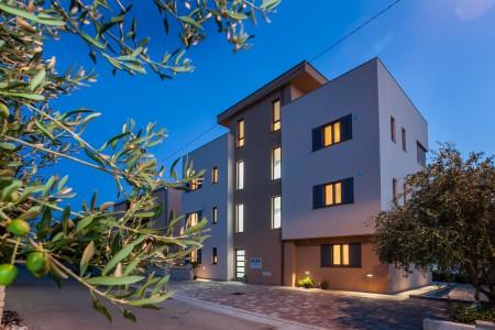 Zadar, Borik - trosoban stan s krovnom terasom, 124 m2, novogradnja
