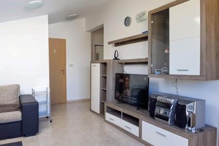 Posedarje - dvosoban namješten apartman u blizini plaže, 60,37 m2