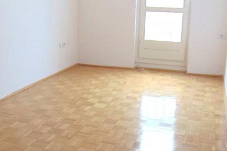 Zadar, Bulevar - renovirani dvosoban stan, 79,11 m2