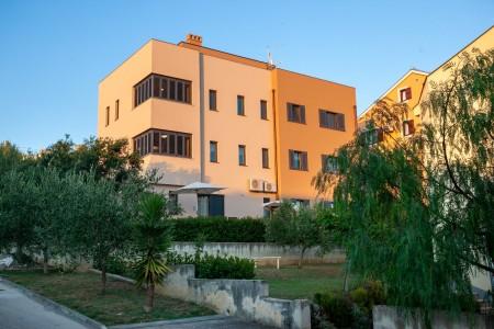 Zadar, Borik - trosoban stan s vrtom, 102 m2, novogradnja