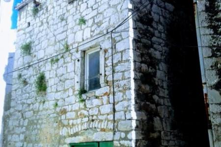 Šibenik, kamena kuća u centru grada, 87 m2