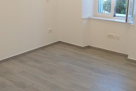 Zadar, Poluotok - ured 15 m2 sa zajedničkom kuhinjom i kupaonom